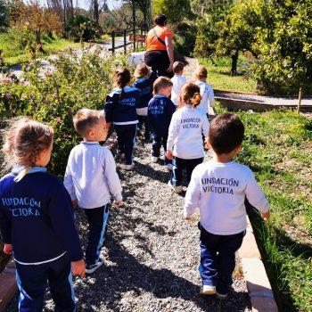 Los más pequeños disfrutan de la granja escuela